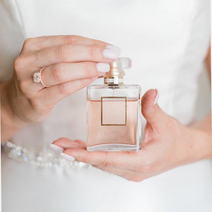 DB225 - راهنمای انتخاب و خرید بهترین عطر زنانه مخصوص عروس خانم ها