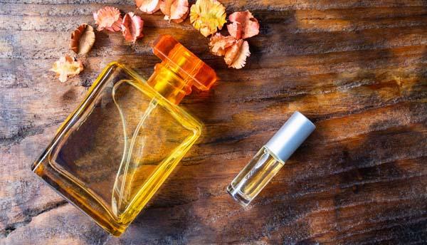 DB253 - رایحهای شگفتانگیز که سن خانمها را ۷ سال کم میکند - عطرهایی که شما را مهربانتر و قابل اعتمادتر نشان میدهند